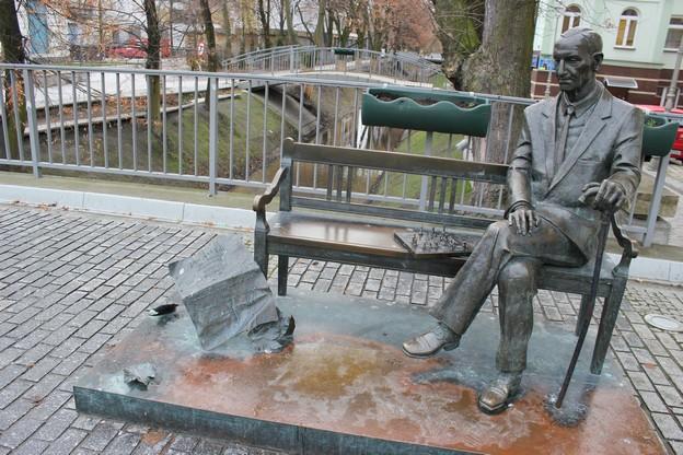 kielce-laweczka-jan-karski-pomnik