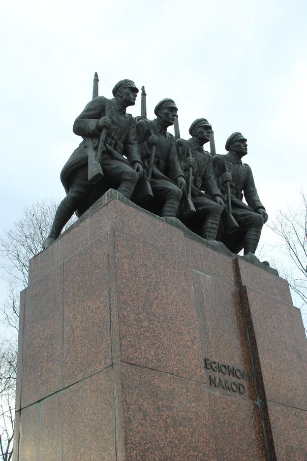 kielce-pomnik-legionom-narod