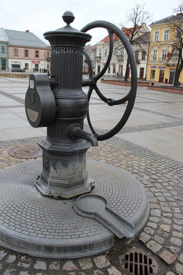 kielce-rynek-studnia