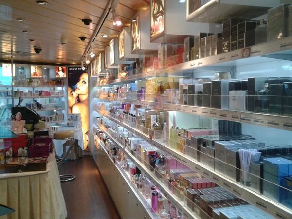 Sklep z kosmetykami i perfumami na promie Skania