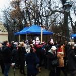 Mieszkańcy i turyści tłumnie przybyli do krakowskiej żywej szopki