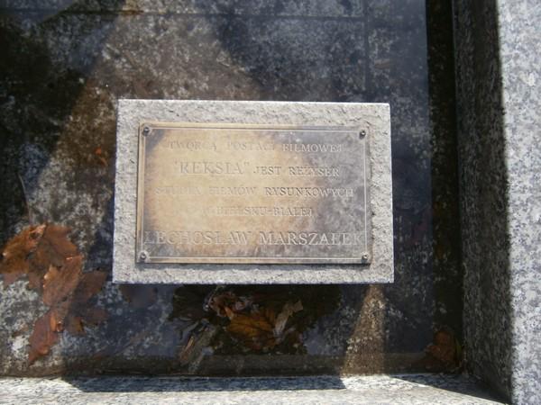 Tabliczka przy pomniku Reksia