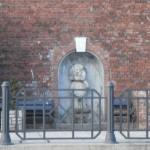 Sikający Chłopiec pod zamkiem w Bielsku-Białej